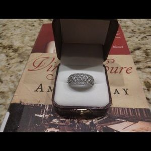 Jewelry - 10 kt white gold diamond and, 1ctw